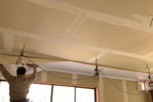 天井クロスの貼り方2
